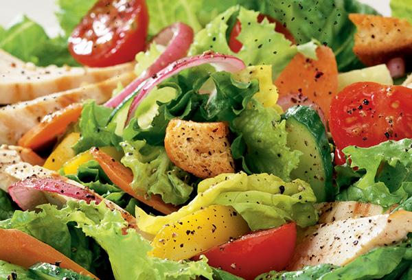 HOW TO ORDER A CHICKEN SALAD FOR UNDER 550 CALORIES